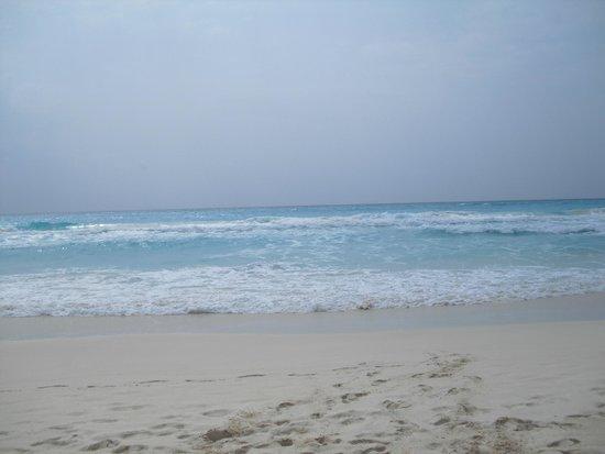 Aquamarina Beach Hotel: Городской пляж