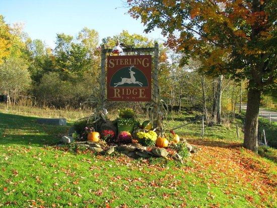 Sterling Ridge Resort: Resort entrance