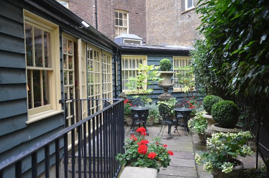 The Rookery Hotel: Outdoor patio at Hotel