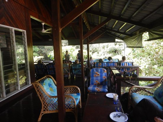 Danum Valley Field Center : Communal eating and lounge area