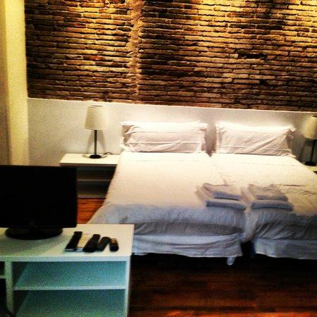 Inside Barcelona Apartments Sants: Bedroom