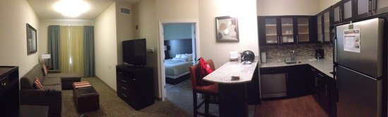Staybridge Suites Amarillo-Western Crossing: Vue panoramique de la suite