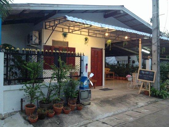 Space Ben Guesthouse @Muangkao