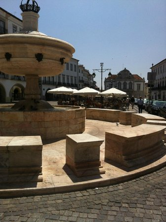 Fountain of the Giraldo Square (Evora)