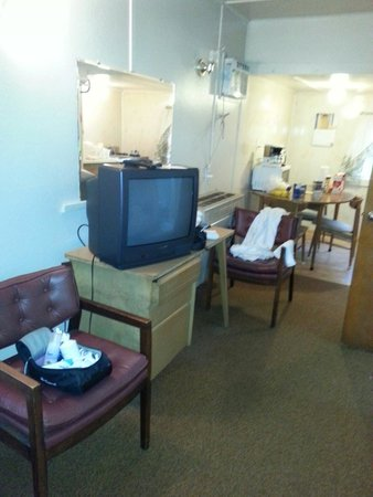 Hill Motel Cabins Antique Furnitures