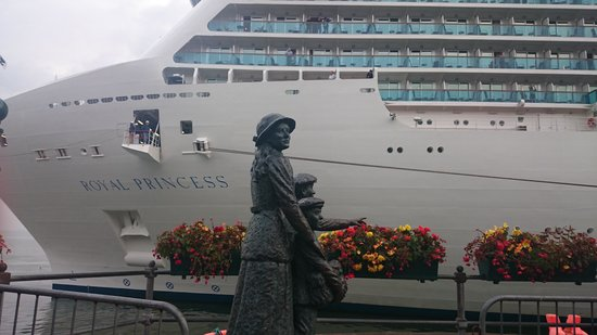 About Cork Taxi Tours Day Tours: the Annie Moore statue