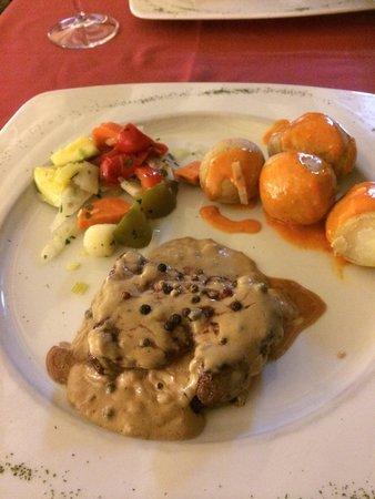 555 Wine & Tapas Restaurant: Best steak we had