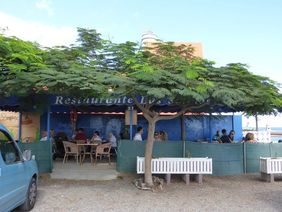 The Old Castle Ca Mantequilla : Het terras van het restaurant.