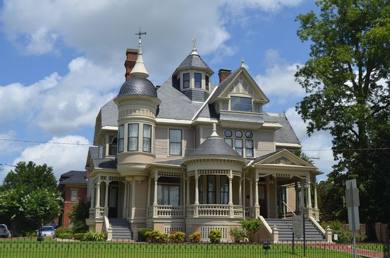 Helena, AR: Pillow Thompson House