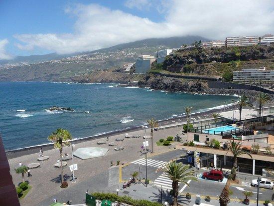 H10 Tenerife Playa: L'île de feu vu de l'hôtel. Un cadre impressionnant mais magnifique. '