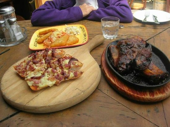 Cook Saddle Cafe & Saloon : ribs n pizza..dun forget the beer