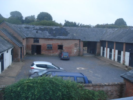 Lancercombe Farm - Bed & Breakfast : View to the courtyard