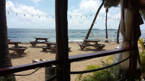 Iggies Beach Bar and Grill: Outdoor seating options