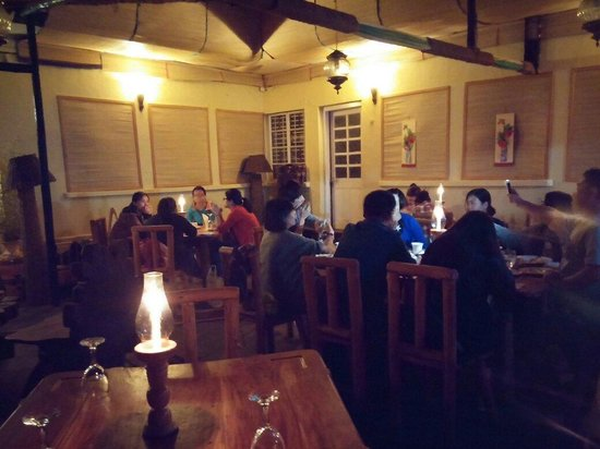 Queens Wood Cottage : Candle light dinner