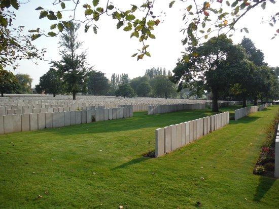 Lijssenthoek Military Cemetery : Part of cemetery