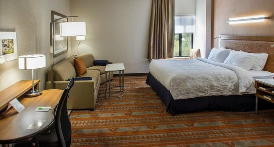 SpringHill Suites Deadwood: spacious rooms