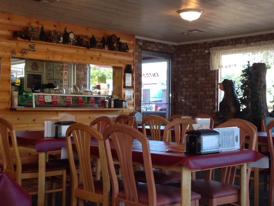 The Three Bears Creamery Cottage: Small seating area, pleasant atmosphere.