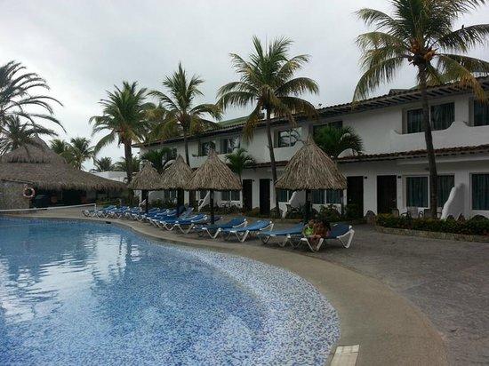 Isla Caribe Beach Hotel: Modulo de Piscina y Habitaciones