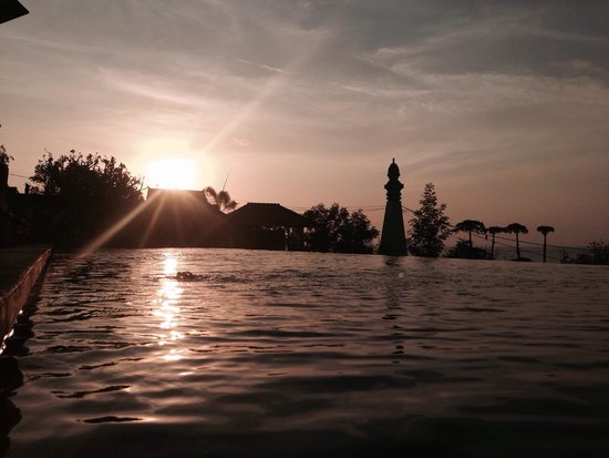 Puri Tugu Belanda : Beautiful swimmingpool