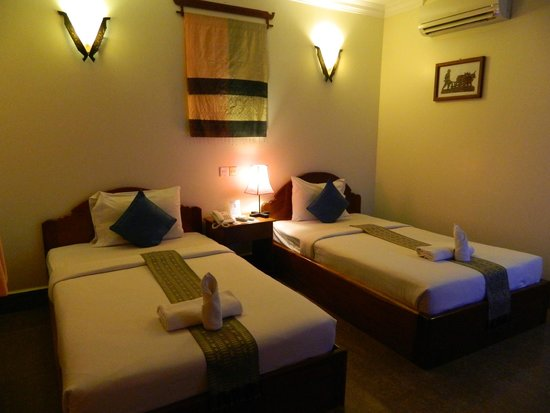 Golden Mango Inn: Clean large room