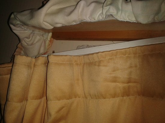 Eastern Beach Caravan Park: bedroom curtain rail
