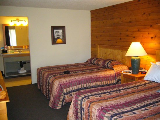 Quinault River Inn: clean comfortable room