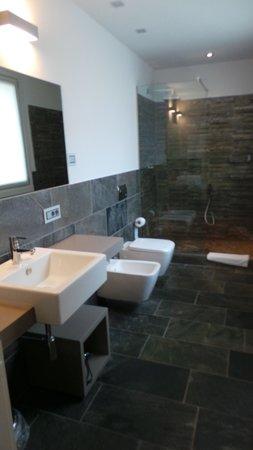 Hotel di Varese: la très belle et spacieuse salle de bain