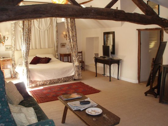 Biggin Hall Country House Hotel: Wooden beams & large 4-poster bed