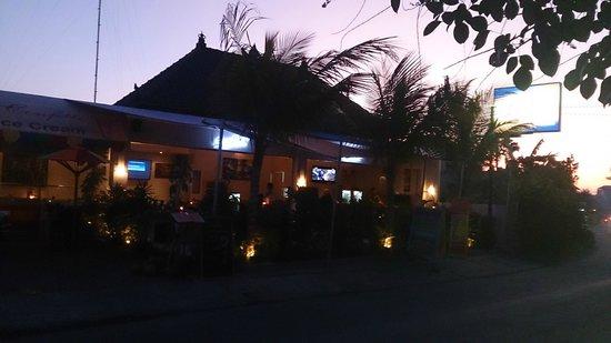 Casa Bidadari: Кафе-бар, напротив входа ....