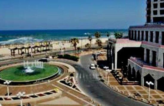 Tel Aviv Seashore Suites: ул Алленби, на которой расположен отель Liber