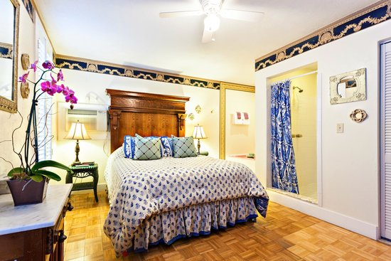 Herlong Mansion Bed and Breakfast Inn: Pump House Queen Bedroom