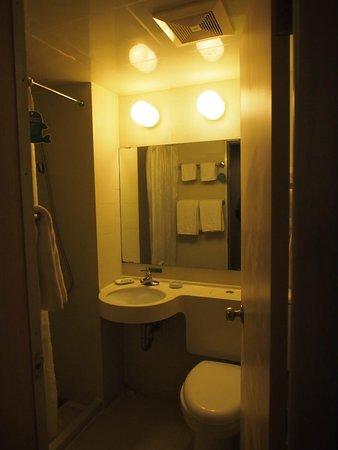 Jinjiang Inn (Changsha Wuyi Square): ห้องน้ำไม่ใหญ่มาก แต่สะอาด