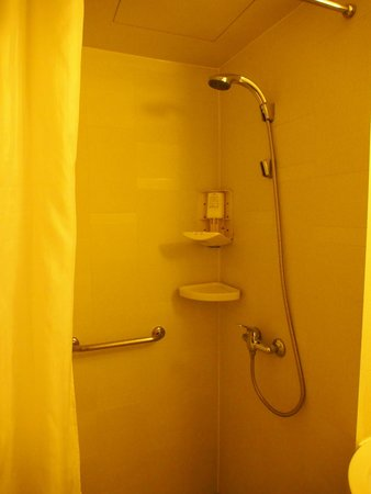 Jinjiang Inn (Changsha Wuyi Square): ฝักบัวอาบน้ำ ไม่มีอ่างอาบน้ำ