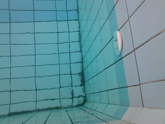 Cote Thalasso Banyuls sur Mer: piscine extérieur