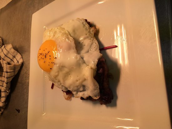 The Kings Arms: Steak and egg