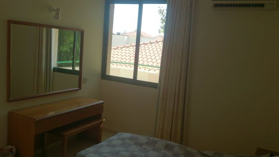 Mandalena ApartHotel: Bedroom 111