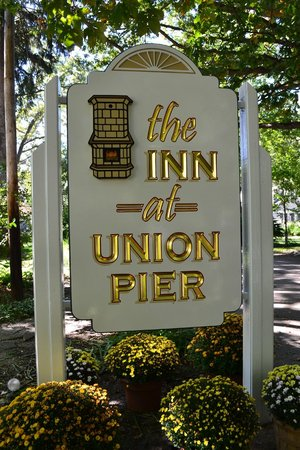 Inn at Union Pier: Our new sign!