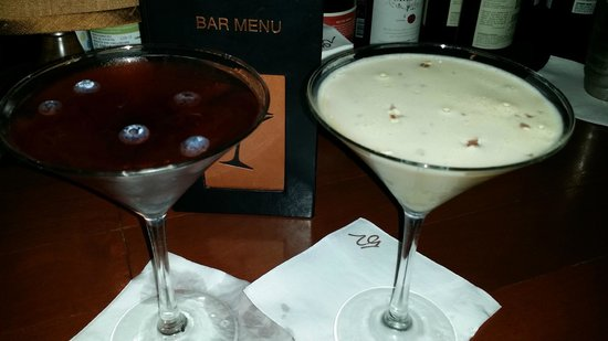 Seasons 52: Superfruit Martini and Chocolate Martini