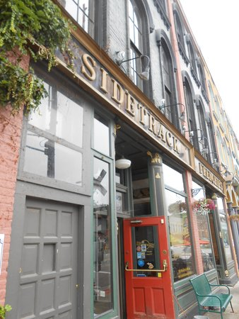 Sidetrack Bar & Grill : Exterior View