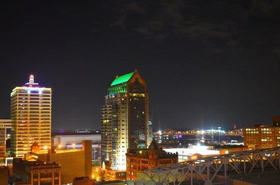 Hyatt Regency Louisville: Lousiville at night