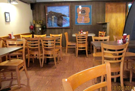 Allen's Clam Bar: Dining area