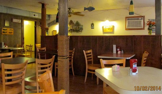 Allen's Clam Bar: Interior