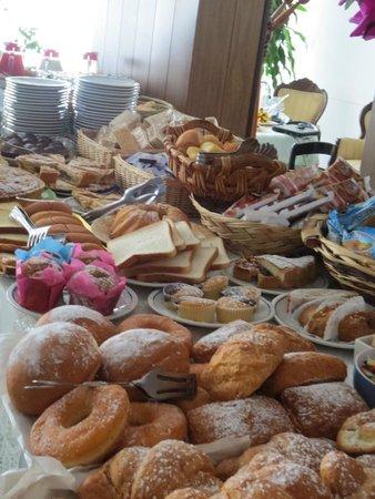 Hotel Europa: Buffet breakfast