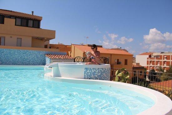 Hotel Domomea: Pool