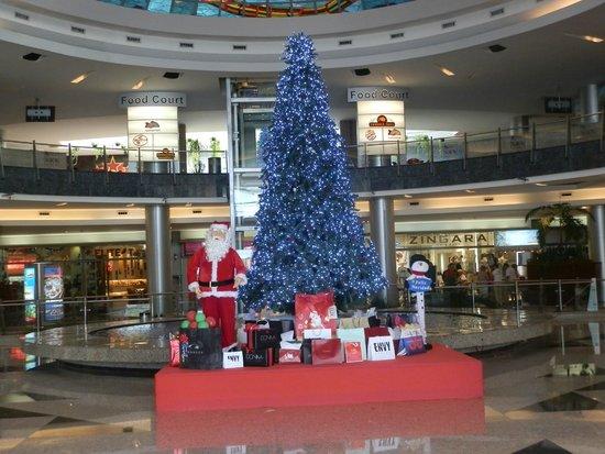 Kukulcan Plaza: decorando para navidad