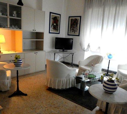 Hotel La Torre: 2nd floor common Lounge