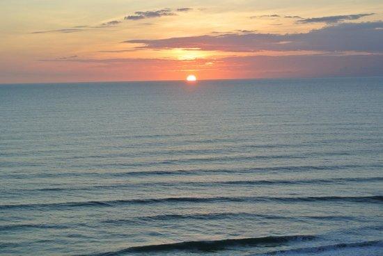 Wyndham Ocean Walk: Wake up to the sun rise