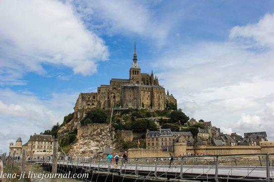 mont st michel picture of mont saint michel normandy tour emi travel paris paris. Black Bedroom Furniture Sets. Home Design Ideas