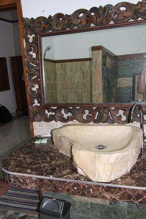 Hotel Sartaya: badkamer
