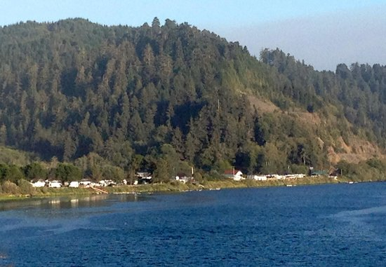 The Historic Requa Inn: Klamath River from Requa Inn
